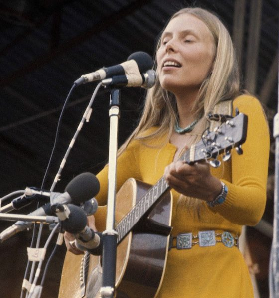 Joni Mitchell Isle Of Wight Performance