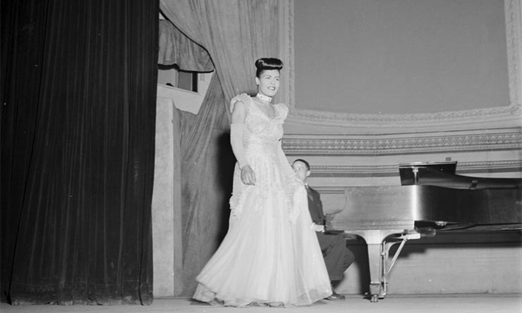Billie Holiday, Carnegie Hall, New York, N.Y., between 1946 and 1948 [02] web optimised 740