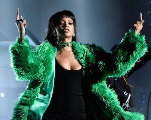 Rihanna-2015-iHeartRadio-Music-Awards