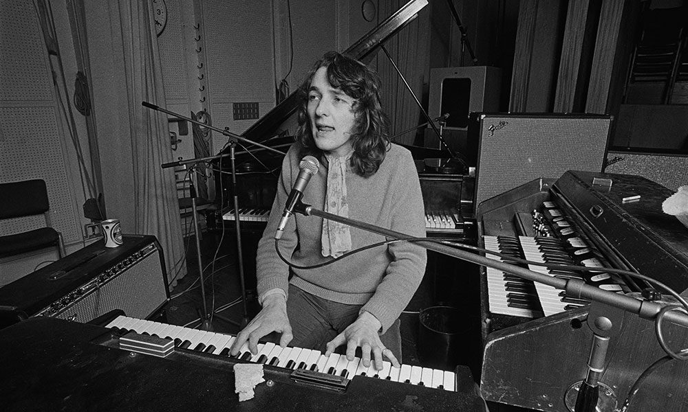 Roger Hodgson photo by Fin Costello and Redferns