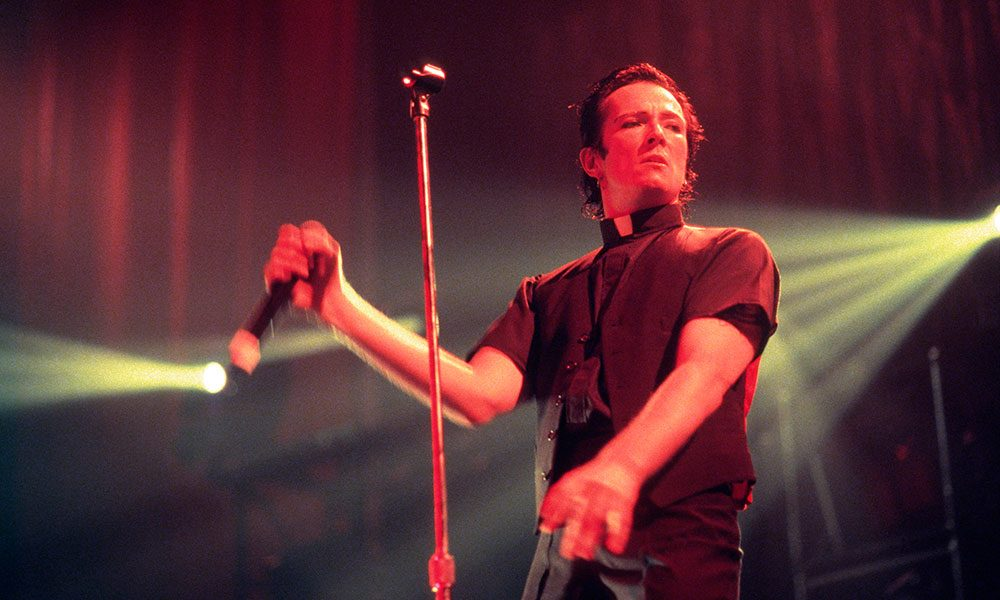 Scott Weiland photo by Mick Hutson and Redferns