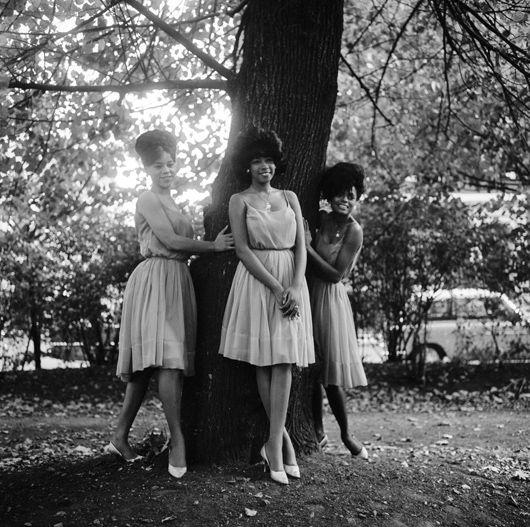 Supremes, outside EMI HQ, Oct 1964