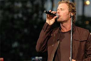 Dierks Bentley Image 1