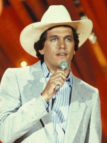 George Strait Gets 'Unwound' For His Country Debut