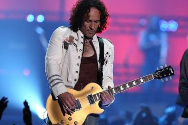 Def Leppard Guitarist Vivian Campbell To Be Honoured With Belfast's Oh Yeah Legend Award