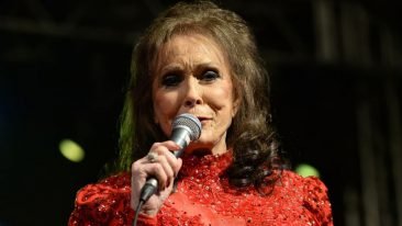 Loretta Lynn Makes Surprise Appearance, Inducts Alan Jackson Into Country Hall Of Fame