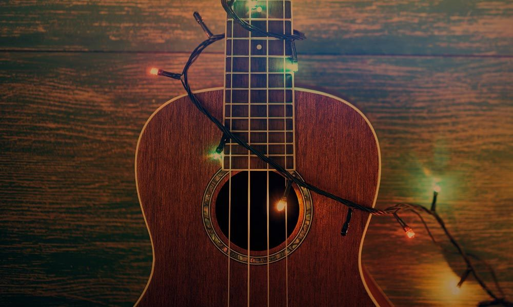 Best Christmas country songs featued image web optimised 1000