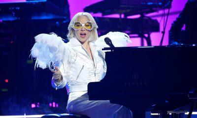 Elton John Salute - Photo: Kevin Mazur/Getty Images for NARAS
