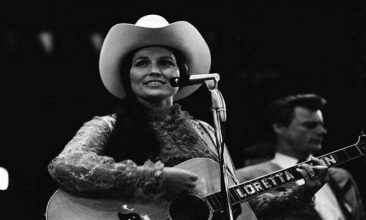 Loretta Lynn's Top Ten Farewell Of 1982, 'I Lie'