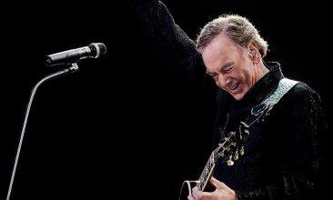 Neil Diamond Announces Retirement From Touring Due To Parkinson's Disease Diagnosis