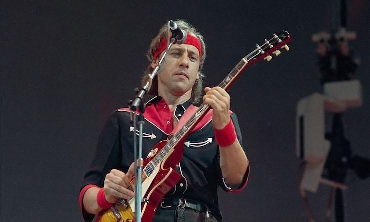 Dire Straits Mark Knopfler playing guitar