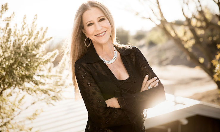 Rita Coolidge arms folded