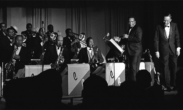 Sinatra on stage with Quincy Jones conducting Basie's Orchestra - CREDIT - Frank Sinatra Enterprises