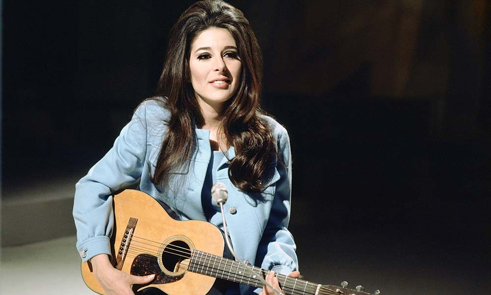 Bobbie Gentry live at the BBC with her Martin guitar 1968-web-optimised-1000
