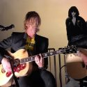 Billie Joe Armstrong, Duff McKagan, Steve Jones And Fred Armisen Play Acoustic Tribute To Johnny Ramone