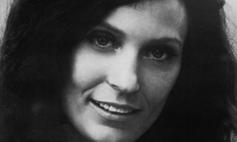Loretta Lynn press shot cropped 1000