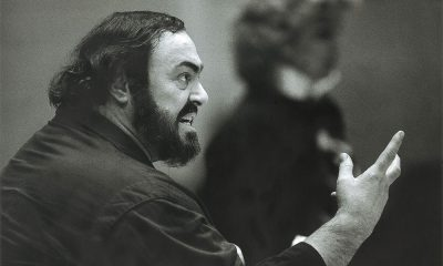 Luciano Pavarotti rehearsing the role of Otello photo.