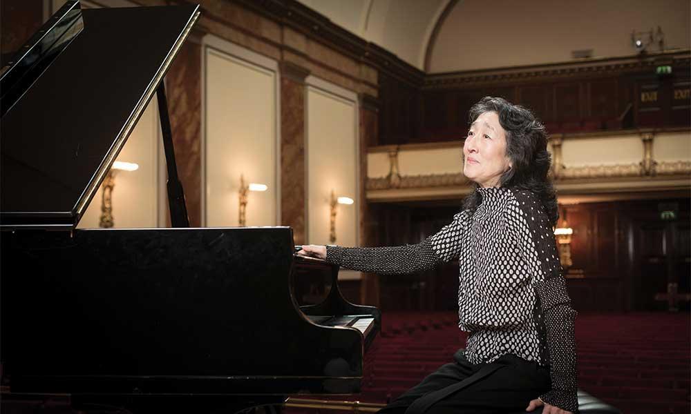 Mitsuko Uchida at piano