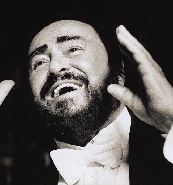Pavarotti black and white photo