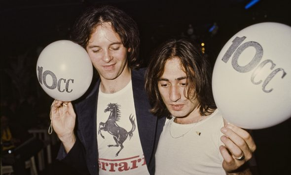 10cc musicians holding balloons