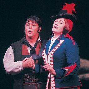 Pavarotti and Sutherland in Donizetti's 'La Fille du Regiment'.