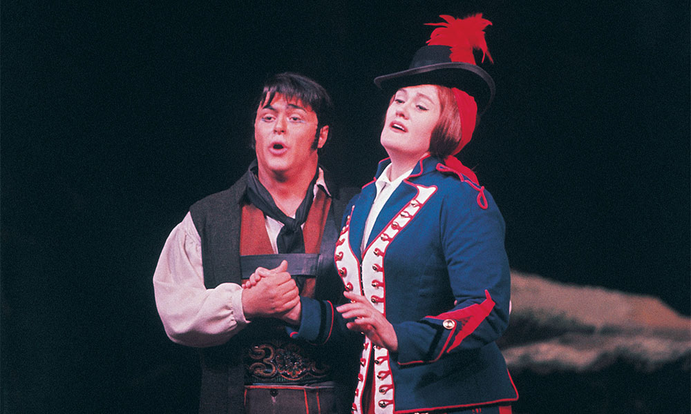 Pavarotti and Sutherland in Donizetti's 'La Fille du Regiment'.