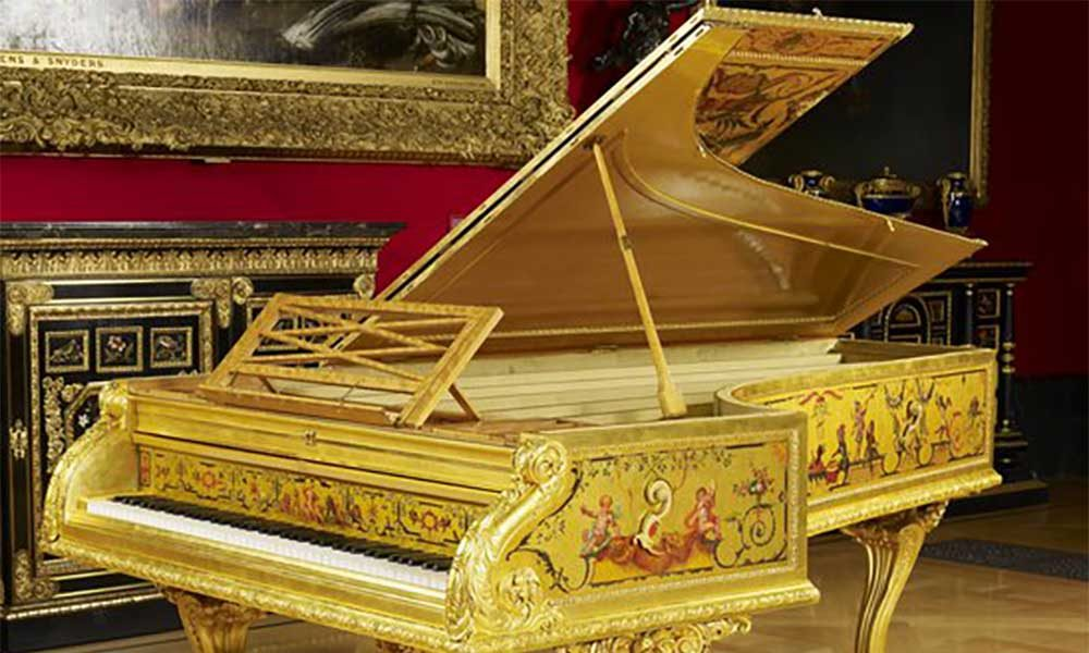 Stephen Hough - The Queen's gold piano
