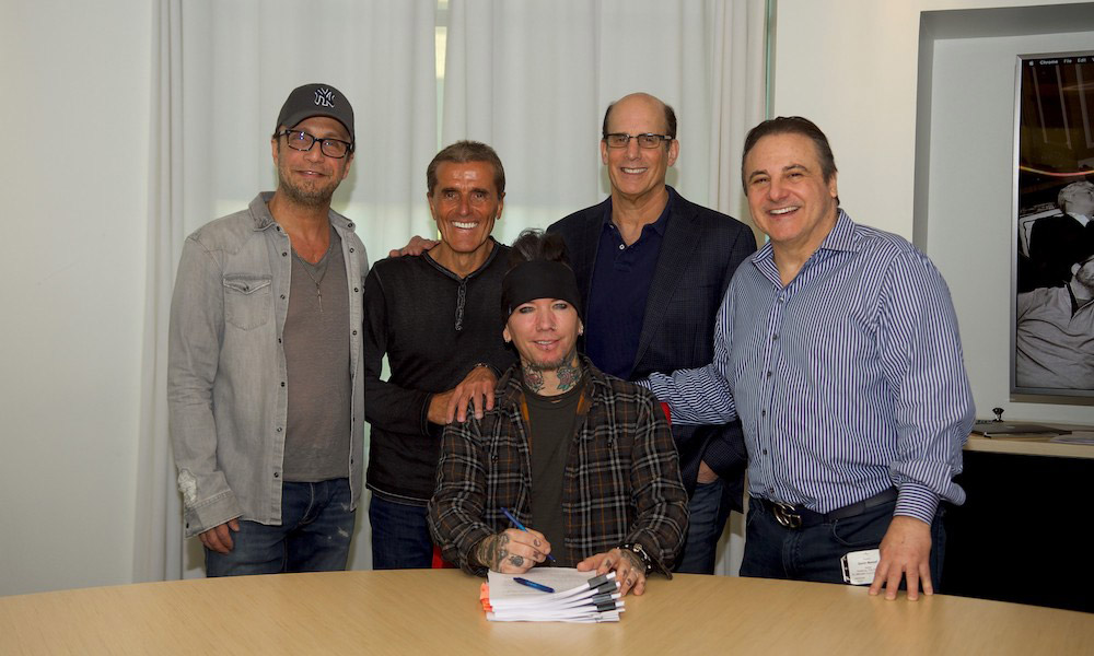 ASHBA-SIGNING-PHOTO-photo-credit-Todd-Nakamine