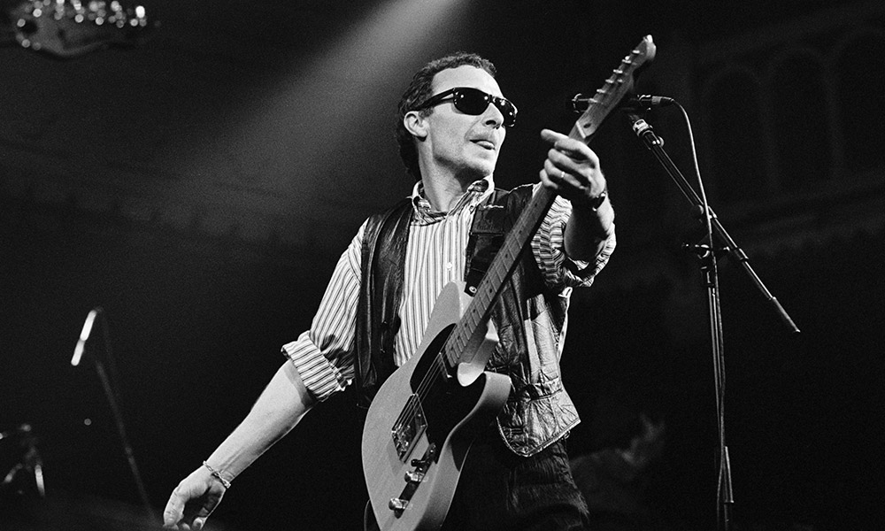 Graham Parker photo by Frans Schellekens and Redferns