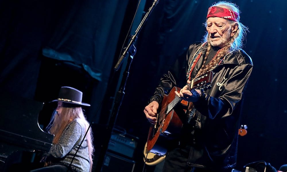 Willie and Bobbie Nelson GettyImages 654881746