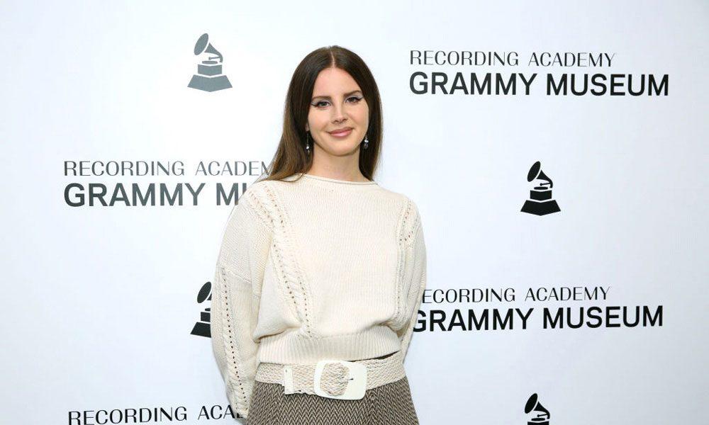 Lana-Del-Rey-LA-Whom-Am-I-To-Love-You-Poem