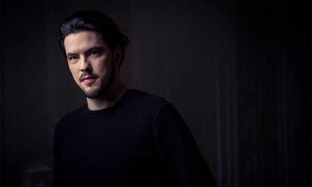 Baritone Andrè Schuen Signs To Deutsche Grammophon | uDiscover