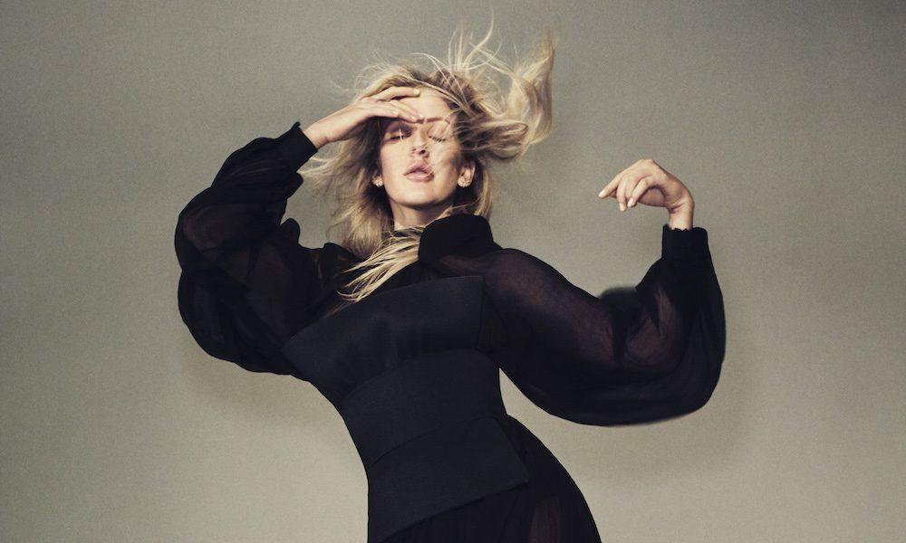 Ellie-Goulding-Love-Im-Given-Video