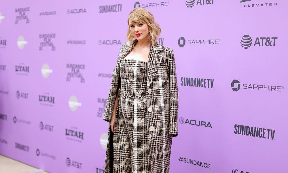 Taylor-Swift-Folklore-No-1-Billboard-200