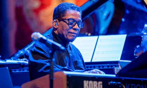 Herbie-Hancock-Lifetime-Achievment-Jazz-FM-Awards