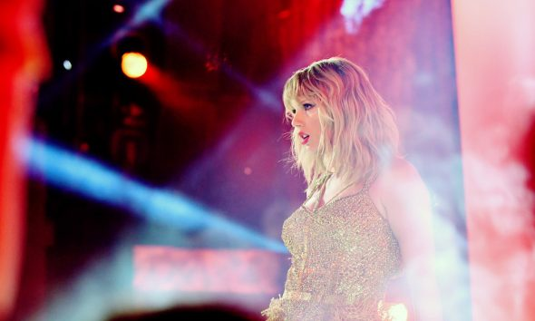 Taylor-Swift-American-Music-Awards---GettyImages-1189859489