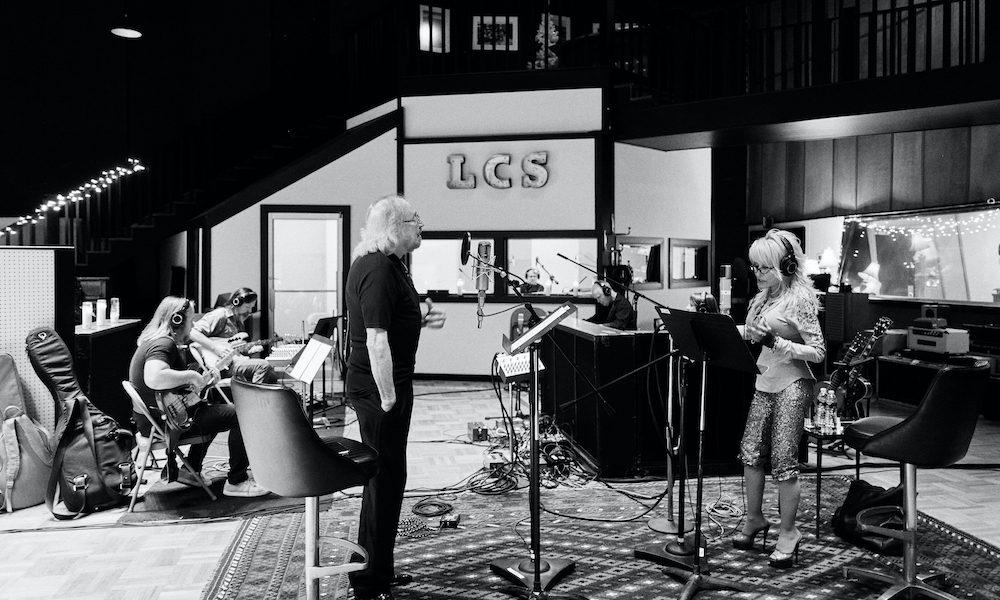 Barry Gibb Dolly Parton credit Becky-Fluke