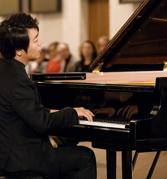 Lang Lang photo at piano