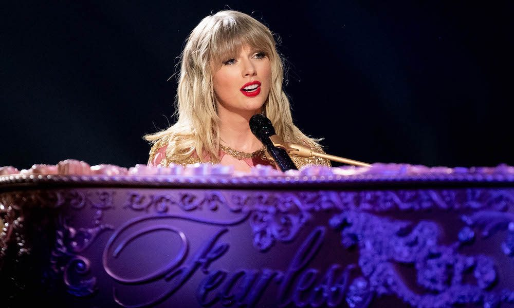 Taylor-Swift-Love-Story-Taylor-Version---GettyImages-1190020253