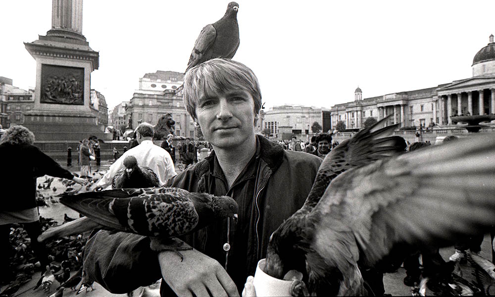 Neil Finn of Crowded House surrounded by birds in Trafalgar Square 1991