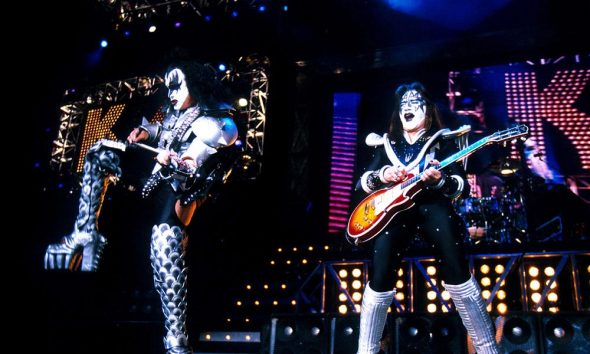 KISS-Off-The-Soundboard-Tokyo-2001
