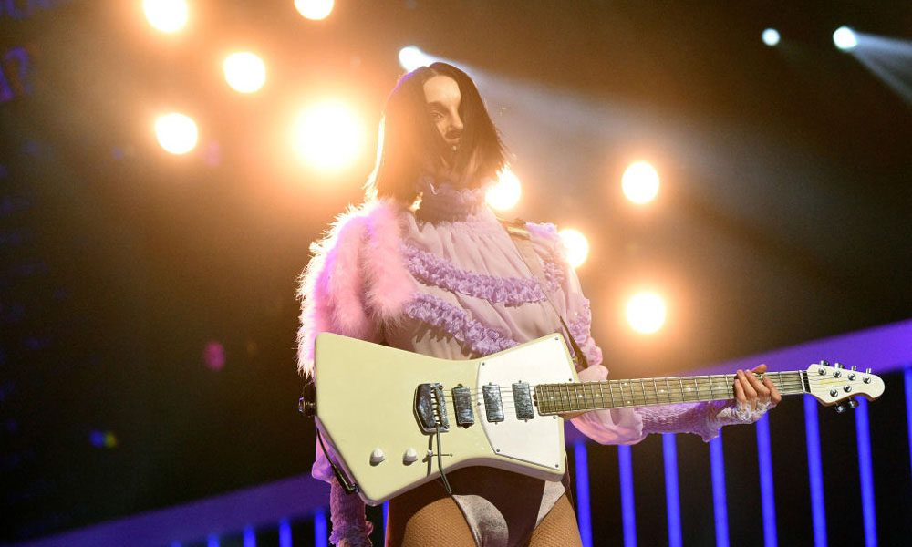 St.Vincent-New-Signature-Guitar-Daddys-Home