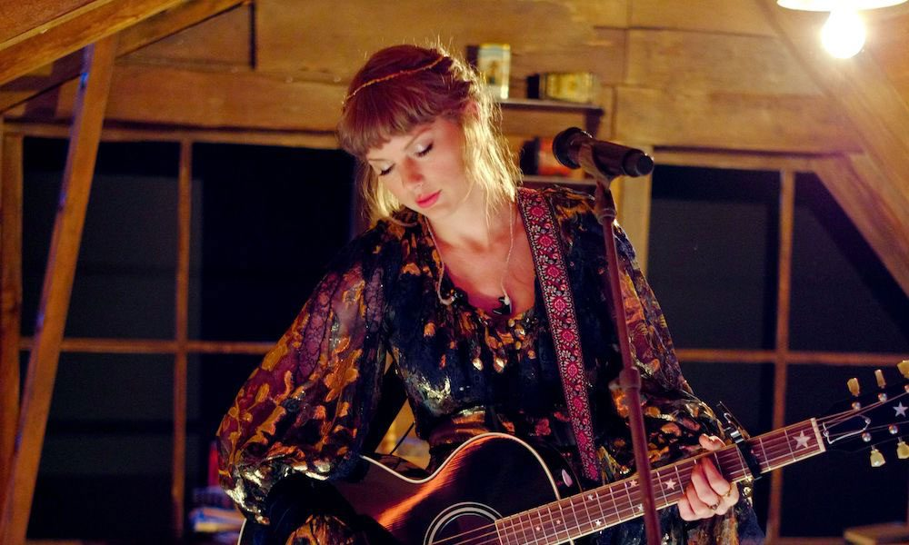 Taylor-Swift-Evermore-Vinyl-Album-Sales-Record