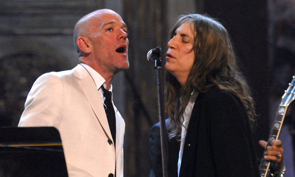 Michael-Stipe-and-Patti-Smith---GettyImages-106298192