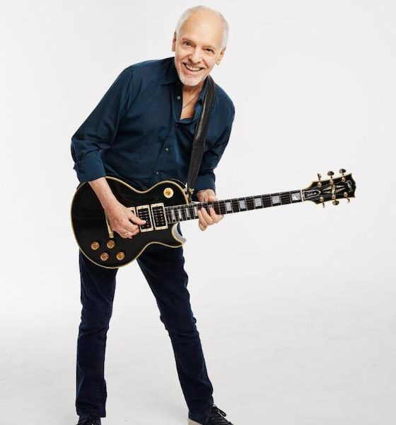 "Peter Frampton with his ""Phenix"" Gibson Les Paul Custom"