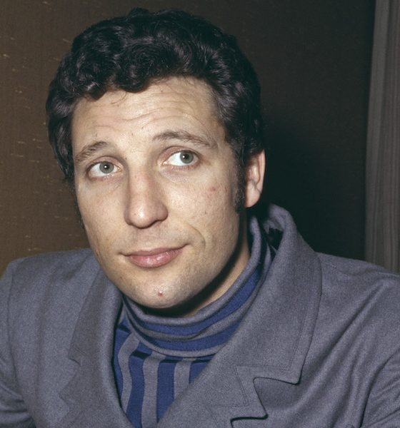 Tom-Jones-1967-GettyImages-481383669