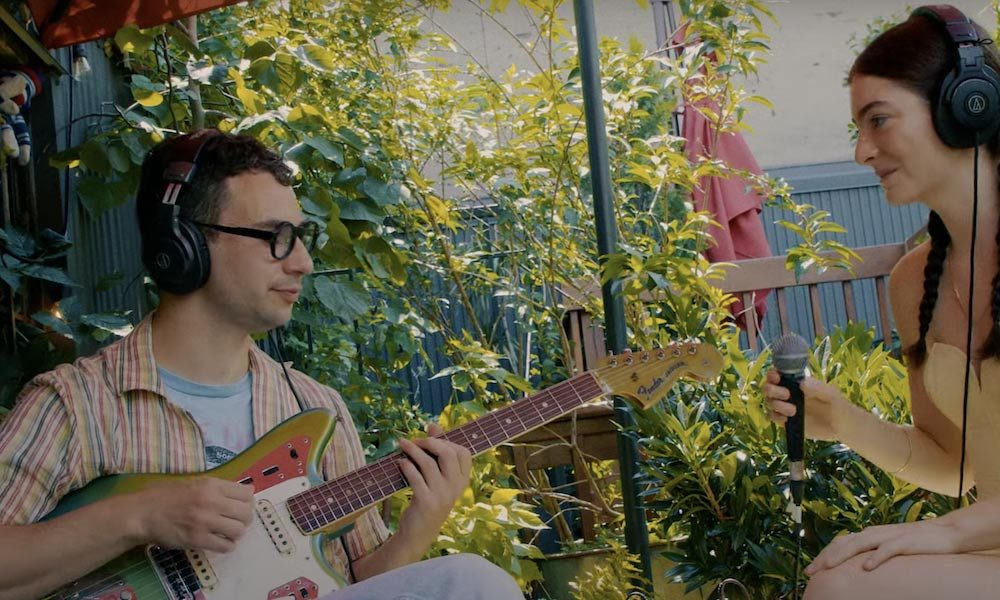 Lorde-And-Jack-Antonoff-Stoned-At-The-Nail-Salon-Rooftop