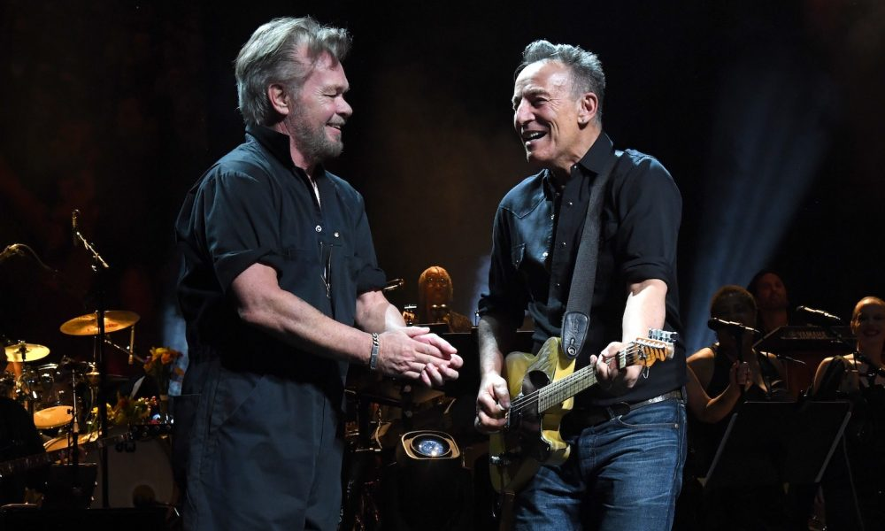 John Mellencamp and Bruce Springsteen - Photo: Kevin Mazur/Getty Images for The Rainforest Fund