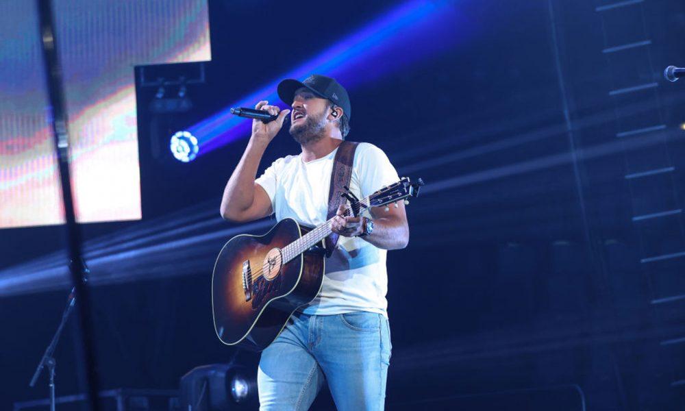 Luke-Bryan-Host-CMA-Awards-Nashville